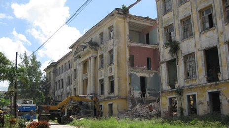 Collapsed building in Havana on 24 September 2013