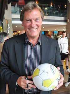 Glenn Hoddle at the launch of Zapstarz