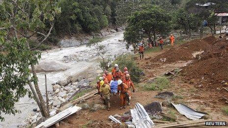 Rescue workers carry a body recovered from the site of a mudslide at the village of in La Pintada, Mexico on 22 September