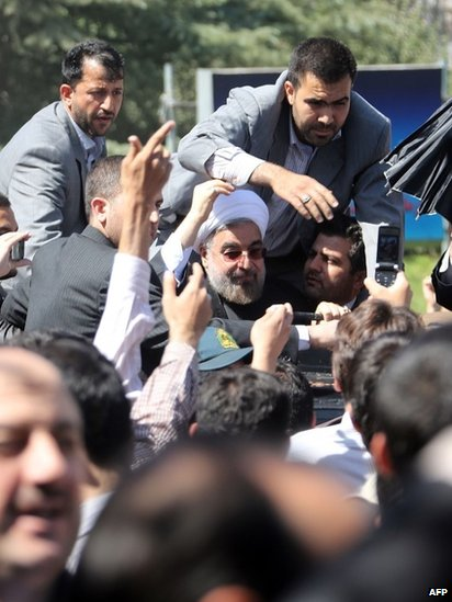 President Rouhani surrounded by bodyguards after shoes were thrown at him on arrival in Tehran from New York, 28 September 2013