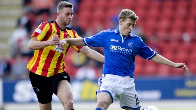 David Wotherspoon shields the ball from Christie Elliot