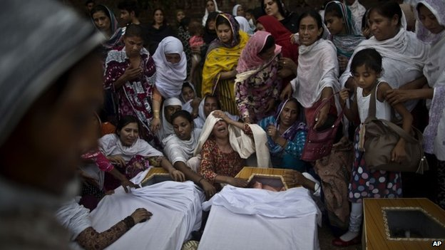 Mourners at Peshawar church
