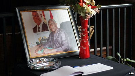 A picture of Ghanaian poet and statesman Kofi Awoonor is placed behind a condolence book at his house in Accra (30 September 2013)