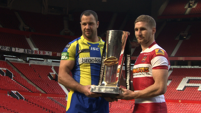Sam Tomkins and Adrian Morley holding Super League trophy