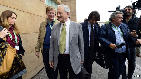 Francesco Sollecito (C), father of Raffaele Sollecito, speaks to the press as he arrives at Florence's courthouse (30 September 2013)