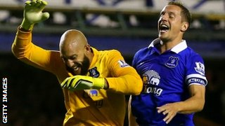 Tim Howard and Phil Jagielka