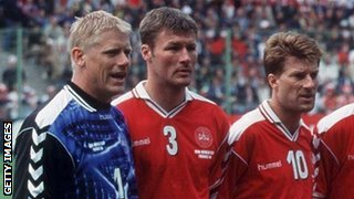 Peter Schmeichel (left) and Michael Laudrup (right) lining up for Denmark