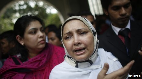 Farhat Quader Chowdhury, the wife of Salauddin Quader Chowdhury  outside the court in Dhaka on 1 October 2013.