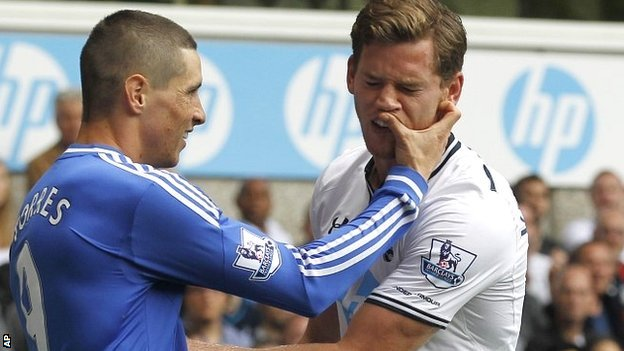 Chelsea striker Fernando Torres scratches the face of Tottenham defender Jan Vertonghen