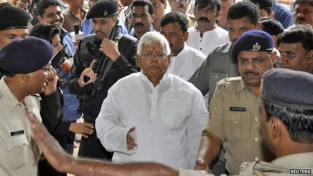 Laloo Prasad Yadav (C) arrives in court in the eastern Indian city of Ranchi on September 30, 2013