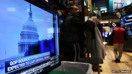capitol building on screen in front of new york stock exchange floor