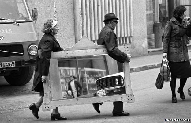 A couple carry a mirror in Bucharest, 1984