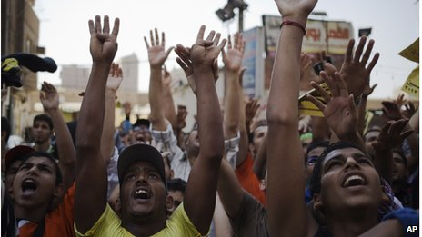 Supporters of Egypt's ousted President Mohammed Morsi chant slogans and show their open palms with four raised fingers (4 Oct. 2013)