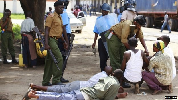 Kenyan policemen detain youths after a protest in Mombasa - Friday 4 October 2013