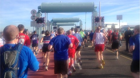 Runners on the barrage
