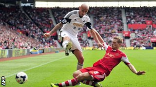 Swansea's Jonjo Shelvey and Southampton's Steven Davis