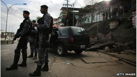 Heavily armed policemen guard Rio shanty town
