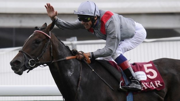 Frankie Dettori winning the Prix Vermeille at Longchamp