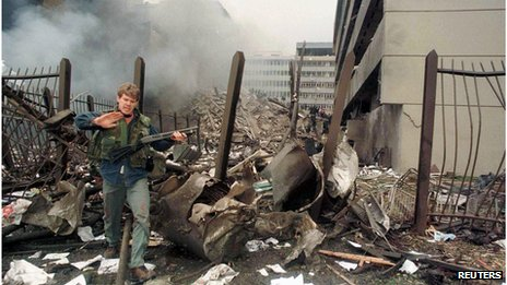 A U.S. embassy official secures the area around the embassy building after a powerful bomb blast in Nairobi (7 August 1998)