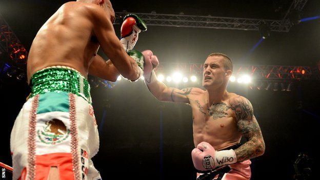 WBO lightweight champion Ricky Burns (right)