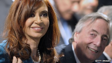 Argentine President Cristina Fernandez de Kirchner (l) and her husband, former Argentine President (2003-2007) Nestor Kirchner attend on 25 May, 2010