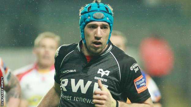 Justin Tipuric playing for the Ospreys