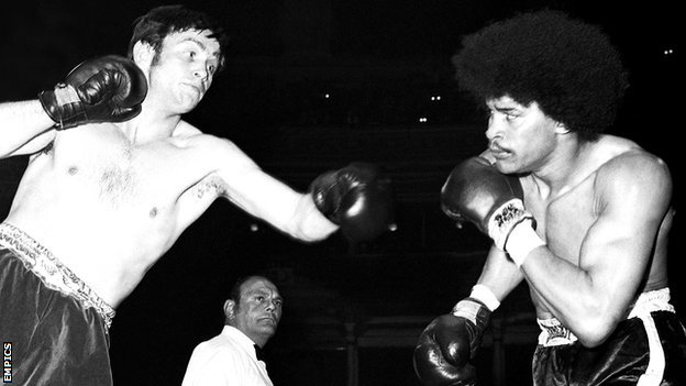 """""""Gypsy"""" John Frankham (left) in a bout in 1972."""