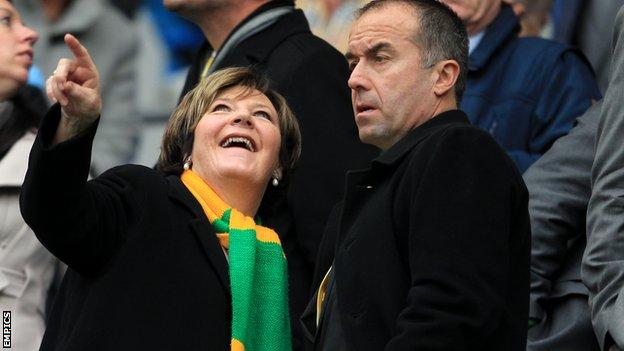 Norwich majority shareholder Delia Smith talks to chief executive David McNally