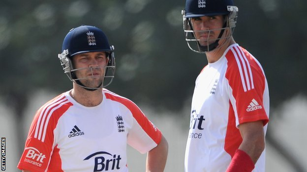 England's Jonathan Trott (left) and Kevin Pietersen
