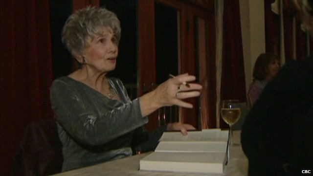 Alice Munro signing books