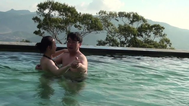 Ms Ji with a man in a swimming pool