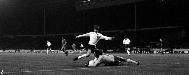 Jan Tomaszewski broke his wrist diving at Allan Clarke's feet