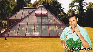 Uri Geller with glass pyramid