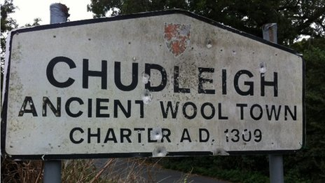 Damaged Chudleigh sign