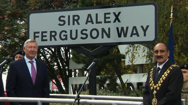 Sir Alex Ferguson unveils new road sign