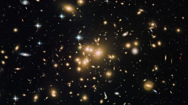 Hubble image of the galaxy cluster Abell 1689