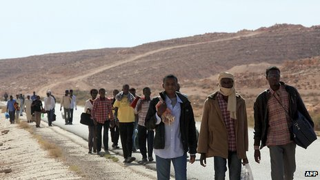 Migrants walking in Libya (Oct 2012)