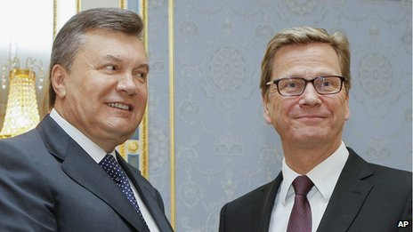 Ukrainian President Viktor Yanukovych, left, with German Foreign Minister Guido Westerwelle, 21 Jun 13