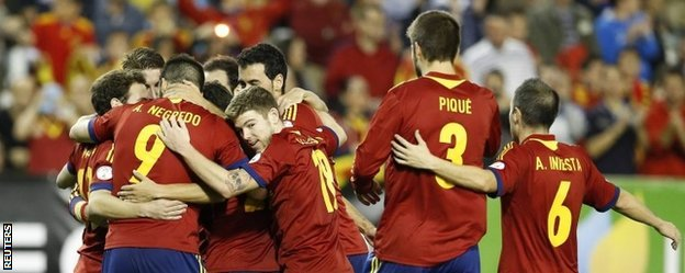Spain celebrate Juan Mata's goal against Georgia