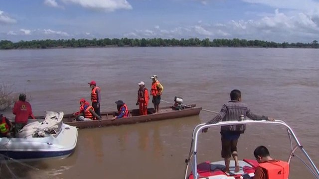 Rescue teams searching for bodies in the Mekong River