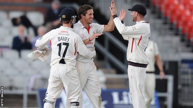 Simon Kerrigan (centre) celebrates with his Lancashire team mates