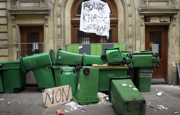 Bins block the Turgot secondary school in Paris, 18 October