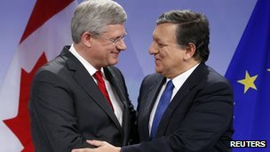 Canada's PM Stephen Harper (left) and EC President Jose Manuel Barroso