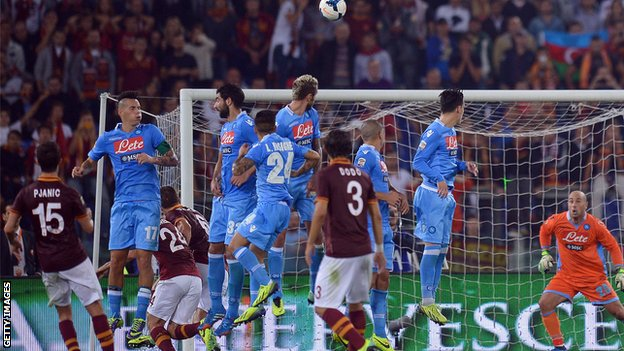 BBC Sport - Serie A: Leaders Roma extend 100% start with Napoli win