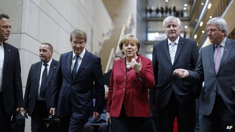 Angela Merkel heads for exploratory talks with the SPD. 17 Oct 2013