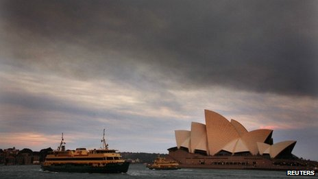 Smoke from wildfires seen over Sydney Opera House, NSW (20 Oct 2013)
