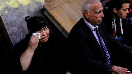 Mourners at the funerals of the victims of Sunday's church attack in Cairo (21 October 2013)