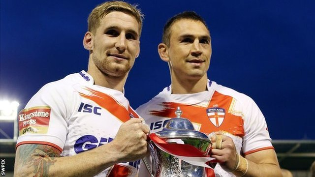 England's Sam Tomkins and Kevin Sinfield
