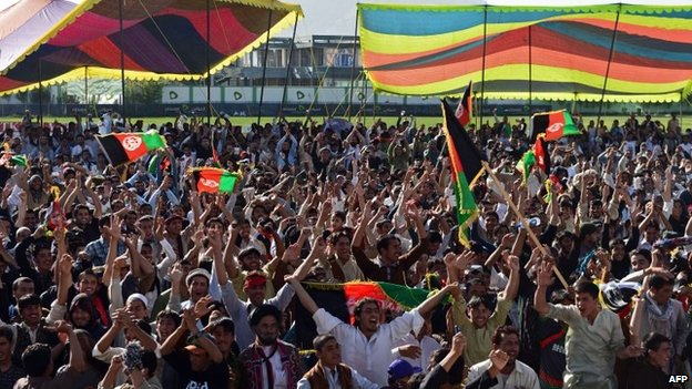 Afghan cricket fans celebrate their teams victory on October 4, 2013