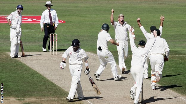 Australia players celebrate wicket of Ian Bell